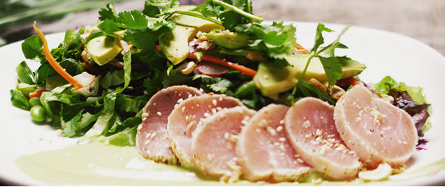 Moxie's Seared Ginger Tuna Salad
